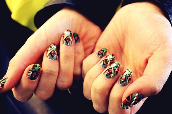 Bijuterii pe unghii cu gel 9