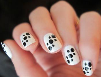 Modele de unghii colorate in alb si negru