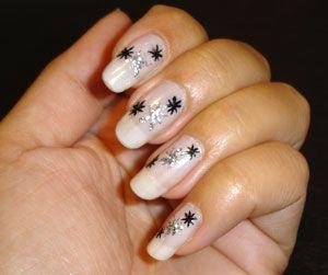 Modele de unghii in alb si negru