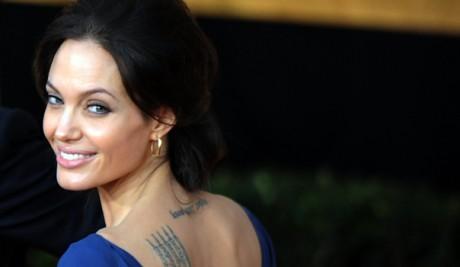 Modele de tatuaje facute pentru Angelina Jolie