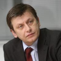 Crin Antonescu a castigat alegerile interne din PNL