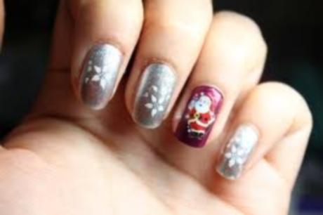 argintiu si rosu sta bine de sarbatori pe unghiile tale